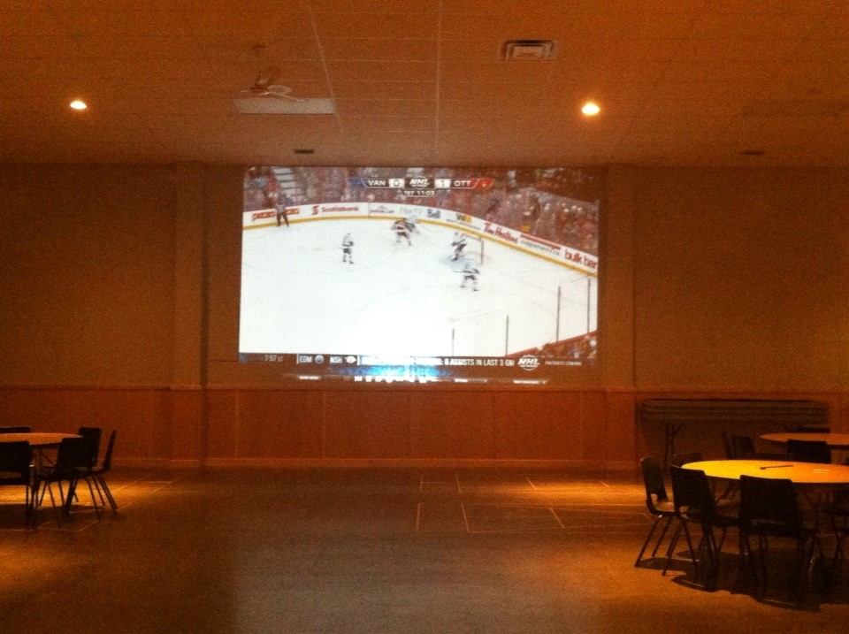 hockey-projection-on-arena-wall1.jpg